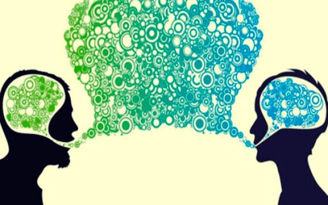 Zwei sprechende Personen