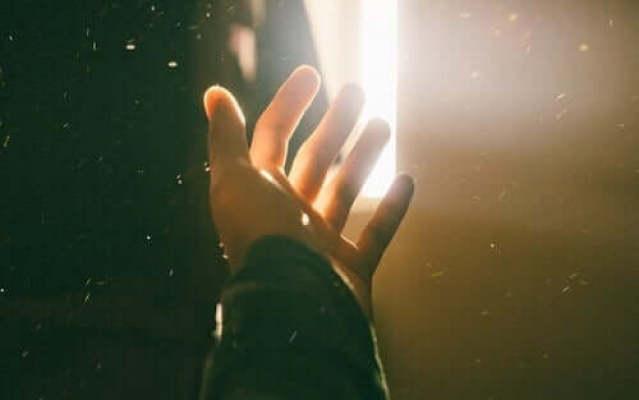 Hand im Licht