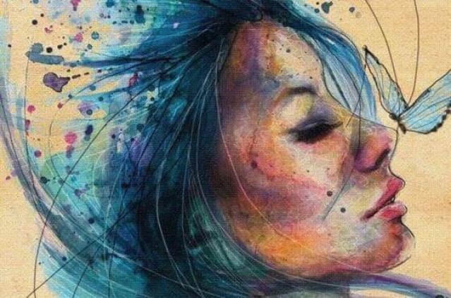 Frau mit blauen Haaren