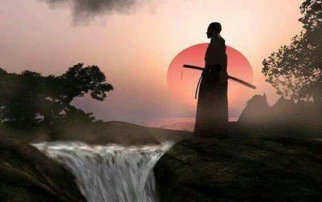 Samurai an einem Wasserfall