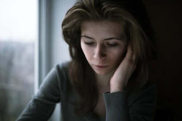 Frau, die sich schlecht fühlt