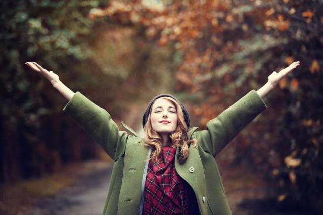 Frau, die sich befreit fühlt