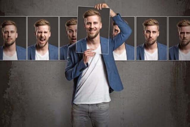 Ein Mann und viele Gesichter seiner Persönlichkeit